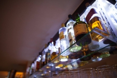 """""""Man muss dem Leben immer um mindestens einen Whisky voraus sein."""" Humphrey Bogart"""